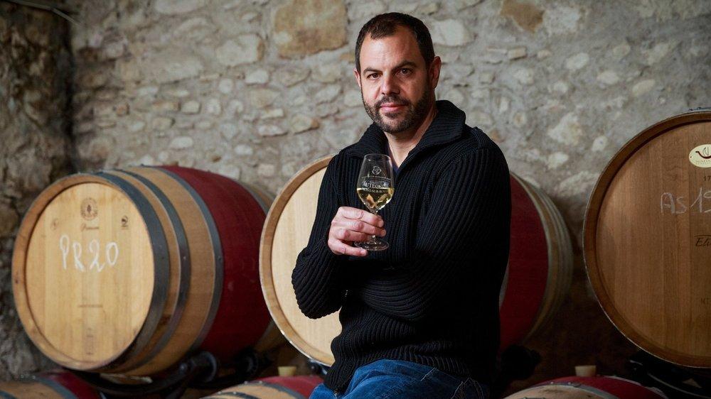 Enfant de Vinzel, Thierry Ciampi, œnologue, chapeaute la vinification de plus de 8 à 9 millions de litres pour le compte de la maison Schenk.  © Sigfredo Haro