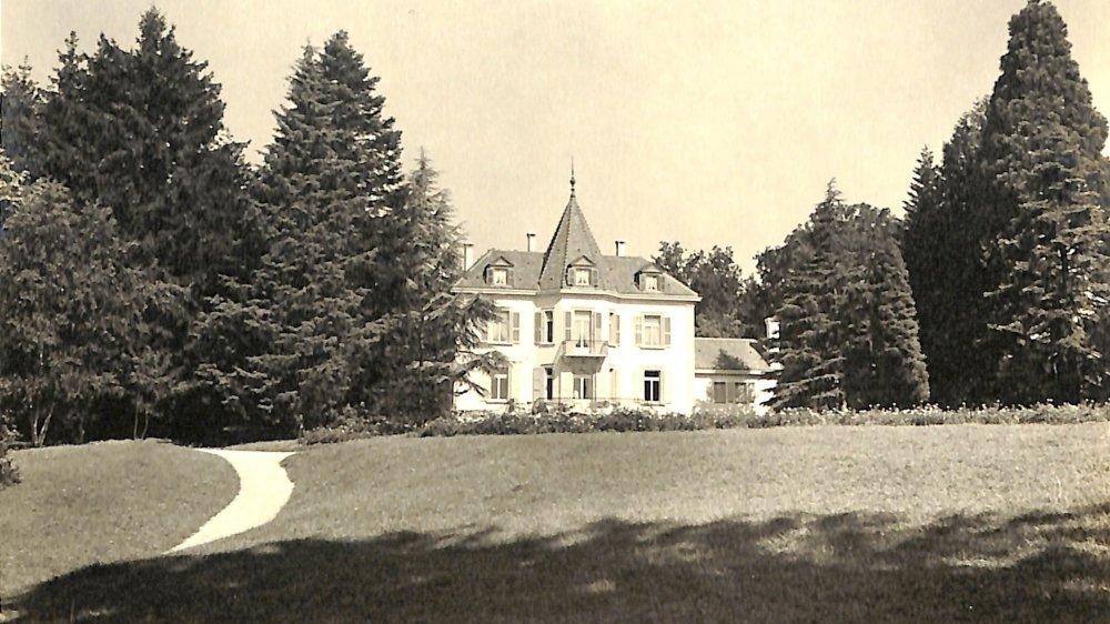 Oscar Wilde a trouvé refuge durant quelques semaines en 1899 ans dans la villa Le Rêve. Elle a été démolie dans les années 40 pour laisser place à une autre bâtisse, La Raspelière.