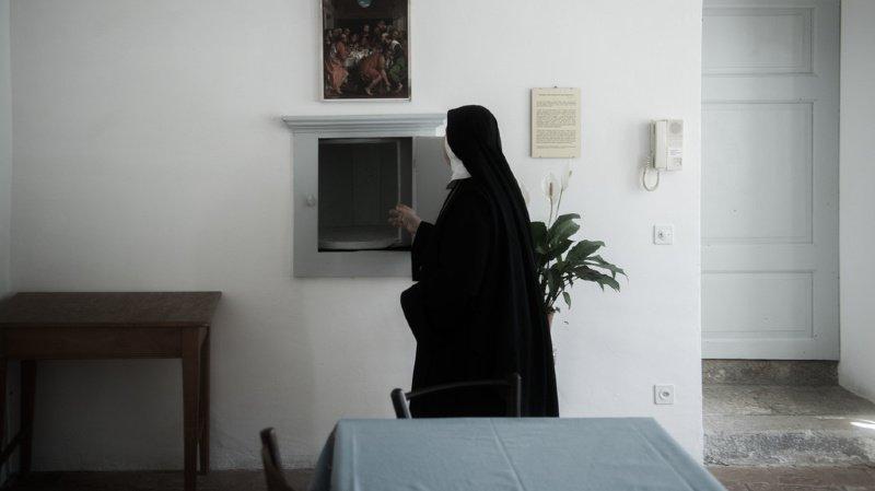 Afin de financer les aménagements nécessaires pour garder dans leur couvent les nonnes âgées, les  Soeurs apostoliques de Saint-Jean chantent et dansent sur Youtube (ILLUSTRATION).