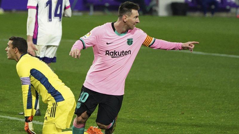 L'Argentin de Barcelone Lionel Messi (devant, en rose) célèbre son 644e but sous les couleurs de son club, un exploit qui le propulse devant le légendaire Pelé et l'inscrit un peu plus dans l'histoire du football.