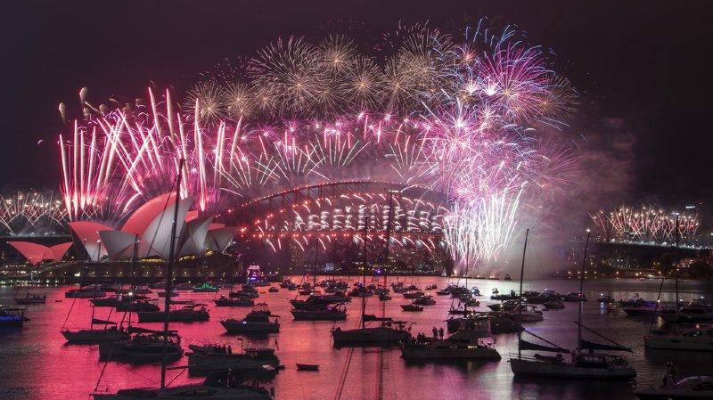 En Australie, des feux d'artifice ont illuminé l'Opéra de Sydney. Ce ne sera pas le cas en Suisse cette année.
