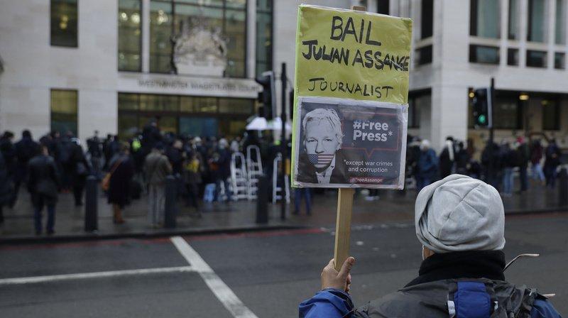 WikiLeaks: la justice britannique maintient Julian Assange en détention