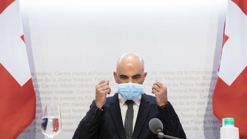 Coronavirus: les commerces non essentiels devront fermer à partir de lundi