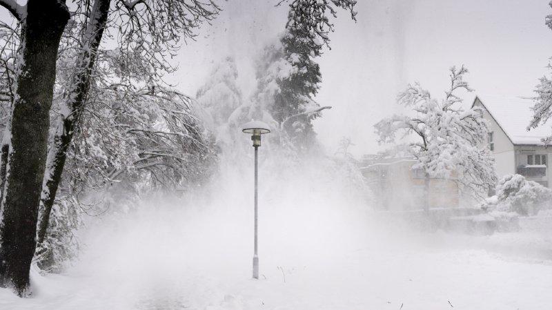 Après les fortes chutes de neige de vendredi en certains endroits, il a fait très froid durant la nuit.