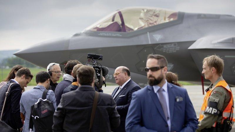 Nouvel avion de combat: être conseiller d'un fabricant et colonel de milice de l'armée pose-t-il problème?