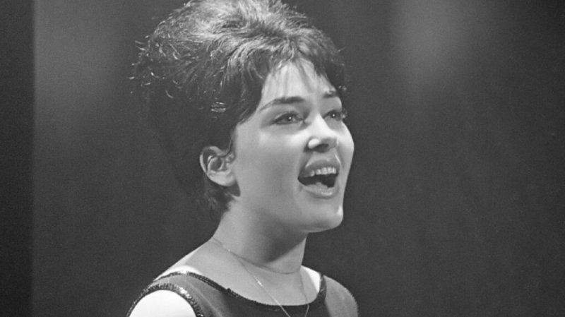 Née à Jérusalem en février 1938, dans une famille de pionniers juifs, Rika Zaraï a connu un fort succès en France dans les années 1960 et 1970.