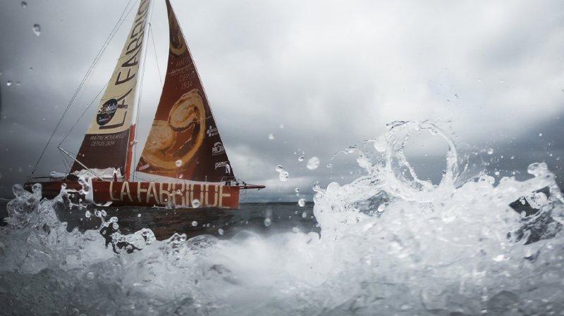 """Le navigateur suisse Alan Roura a connu une nouvelle avarie sur son bateau """"La Fabrique""""."""
