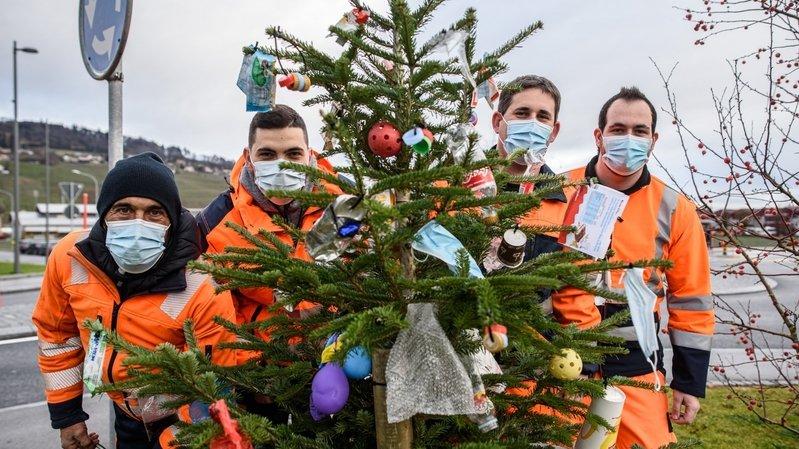 A Perroy, le sapin de Noël est une ordure