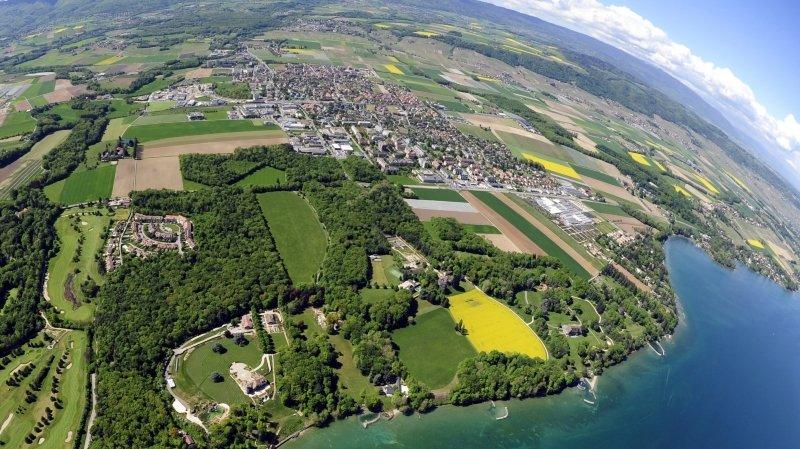 Vue aérienne de la ville de Gland.