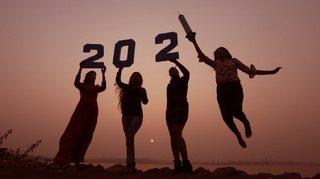 Nouvel An: le monde entier s'apprête à accueillir prudemment 2021