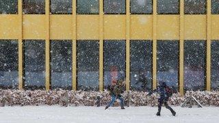 La neige tombe sur les rues de Nyon