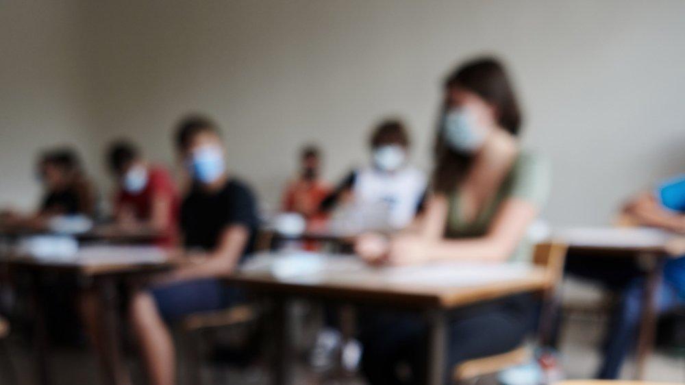 Alors que, dans la plupart des cantons, les élèves du secondaire II restent en classe – en portant le masque – les jeunes Argoviens resteront à la maison.