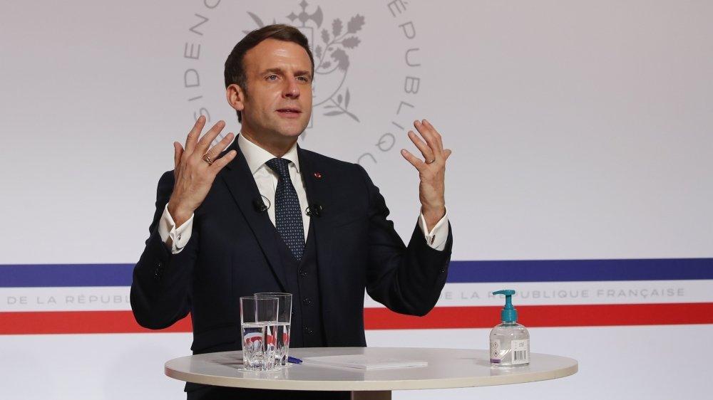 Le président Emmanuel Macron a demandé des analyses supplémentaires avant de prendre des décisions.