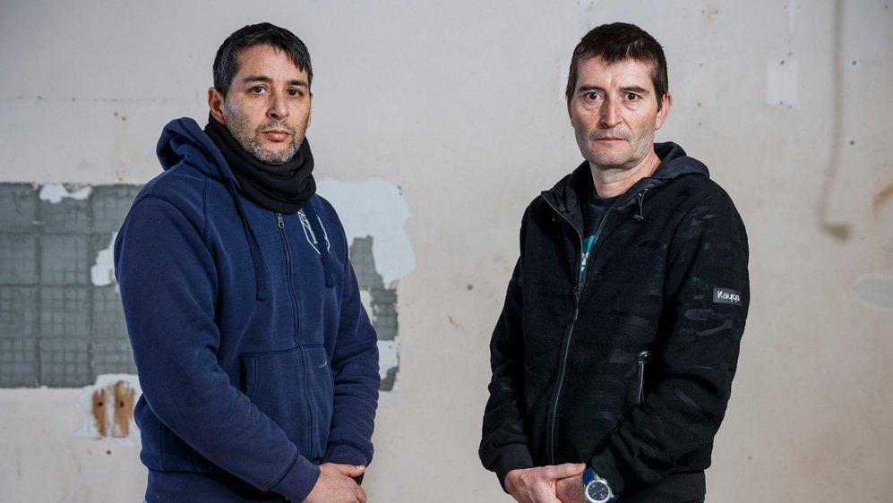 José Caiano (à g.) et Thierry Ganière contestent les motifs de leur licenciement des postes d'assistants de sécurité publique qu'ils occupaient à Gland.  © Sigfredo Haro