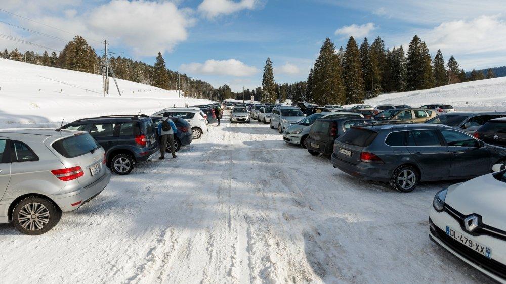 Mardi après-midi, le parking de 600 places de La Givrine affichait presque complet.