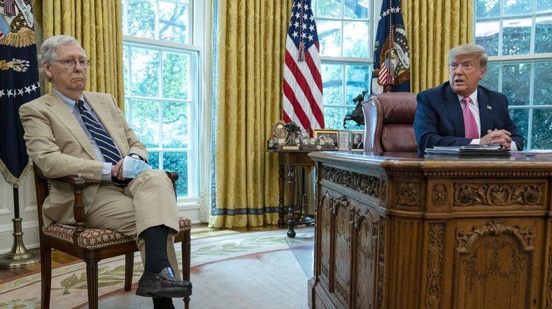 Rien ne va plus entre les Mitch McConnell (g.) et Donald Trump (dr.).
