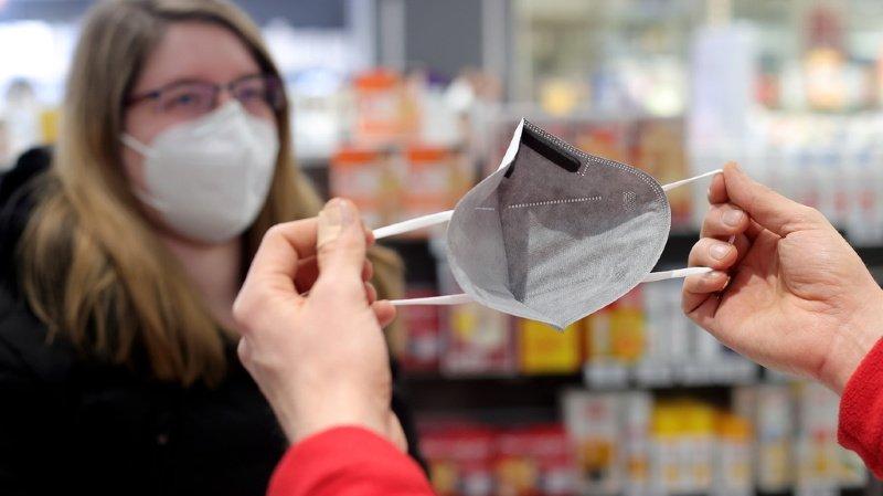 Coronavirus: avec les variants, il faut porter de meilleurs masques ou les doubler