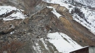 Eboulement en amont d'une carrière et évacuation en Valais