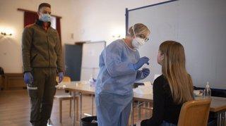 Coronavirus: vers des tests dans les EMS, écoles et entreprises en Suisse?