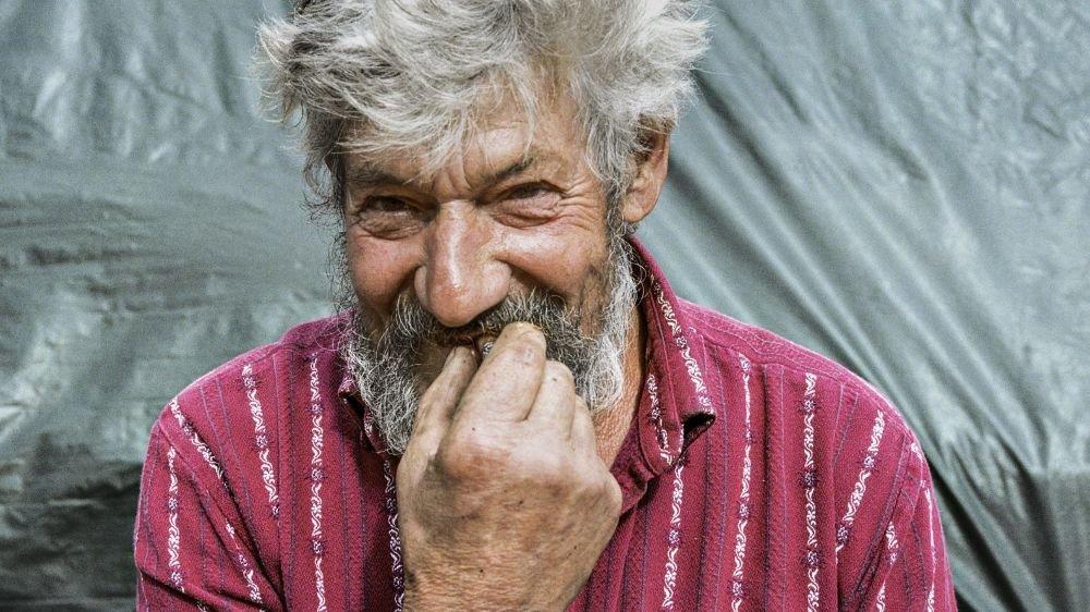 Le photographe est parti à la rencontre du monde paysan durant trois ans (ici un des agriculteurs immortalisés).