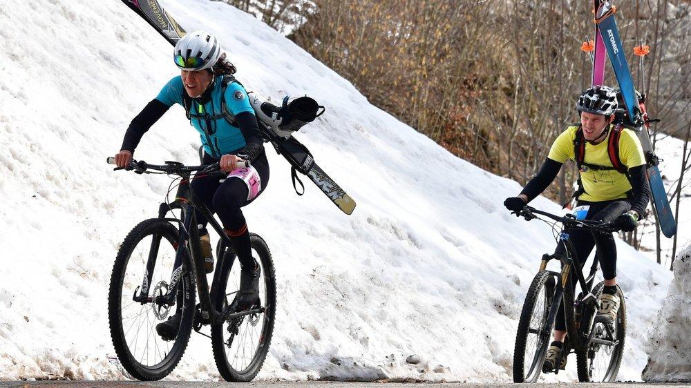 D'ordinaire, lors de la VélôPôDôle, les participants avalent près de 1300 mètres de dénivelé à pieds, à vélo puis à skis.