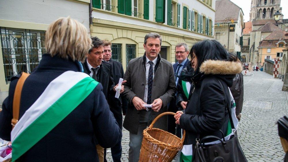 Il y a un an, le 25 février 2020, les officières et officiers d'Etat civil avaient manifesté devant le Grand Conseil à Lausanne. Au centre, le député Daniel Meienberger (Echichens).