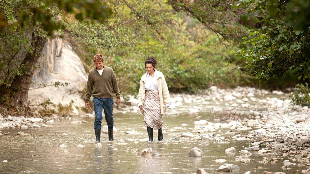 Daphné et Maxime (Camélia Jordana et Niels Schneider) se racontent l'amour.