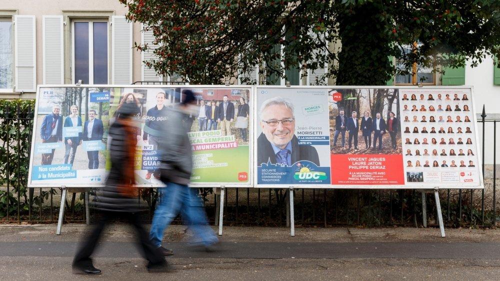 Les affiches font partie de l'artillerie des partis pour faire campagne. Et tout cela se finance.