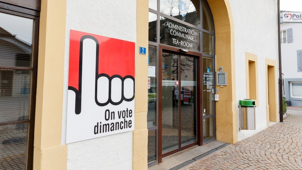 Comme ici à Prangins, ce dimanche est jour d'élections et de votations.