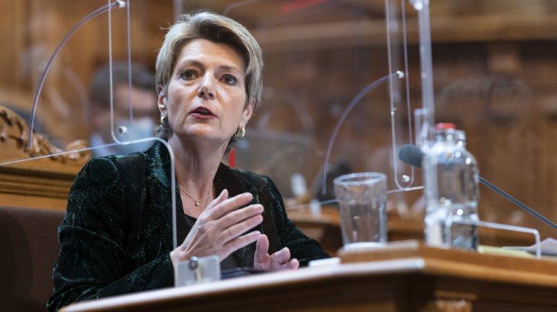 Le Ministère public de la Confédération (MPC) peut déjà demander, quand certaines conditions sont remplies, une détention provisoire ou une détention pour des motifs de sûreté, a renchéri la ministre de la justice Karin Keller-Sutter.