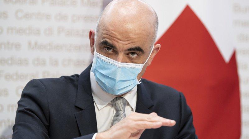 Le ministre de la santé Alain Berset a présenté les dernières décisions du gouvernement ce vendredi devant la presse.