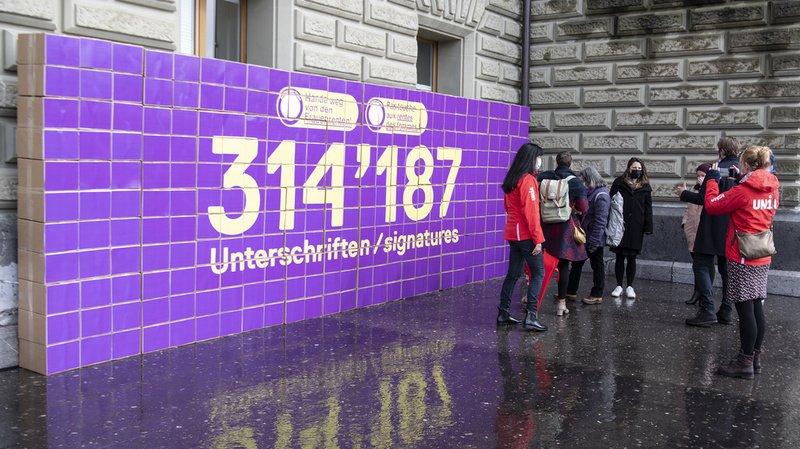 AVS des femmes: plus de 300'000 signatures au Conseil des Etats