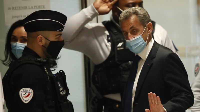 Nicolas Sarkozy condamné à une peine ferme, le «terrible revers» de l'ex-président français