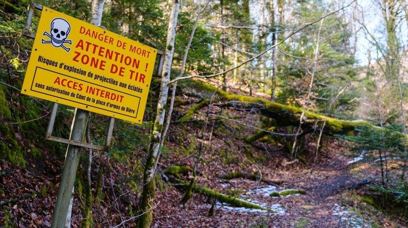 Des panneaux mettent en garde les promeneurs sur les dangers encourus, leur signifiant très clairement qu'ils doivent rebrousser chemin.