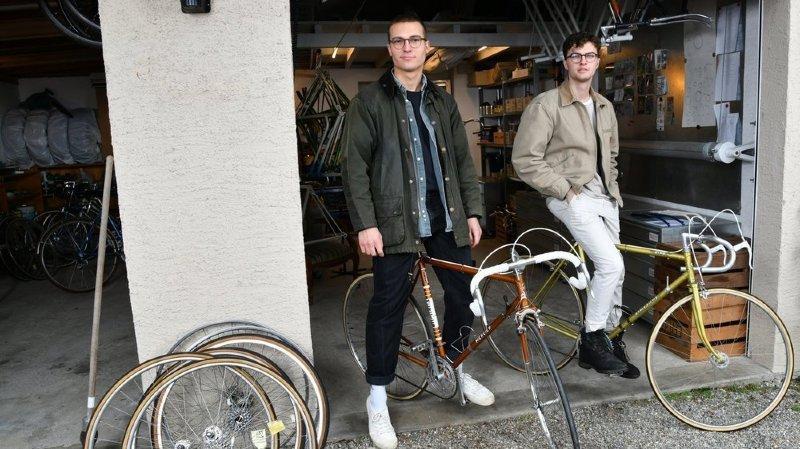 A Chéserex, Louis et Louis redonnent vie aux beaux vélos d'antan