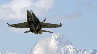 Vols supersoniques de F/A-18 déplacés à cause du danger d'avalanche