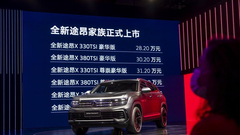 Spectatrice à l'Auto Shanghai 2021 motor show le 19 avril dernier.