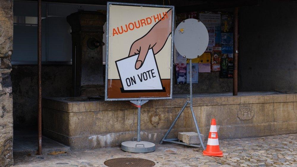 Pour les communes où plusieurs candidats se seront présentés, le premier tour se tiendra le 25 avril.