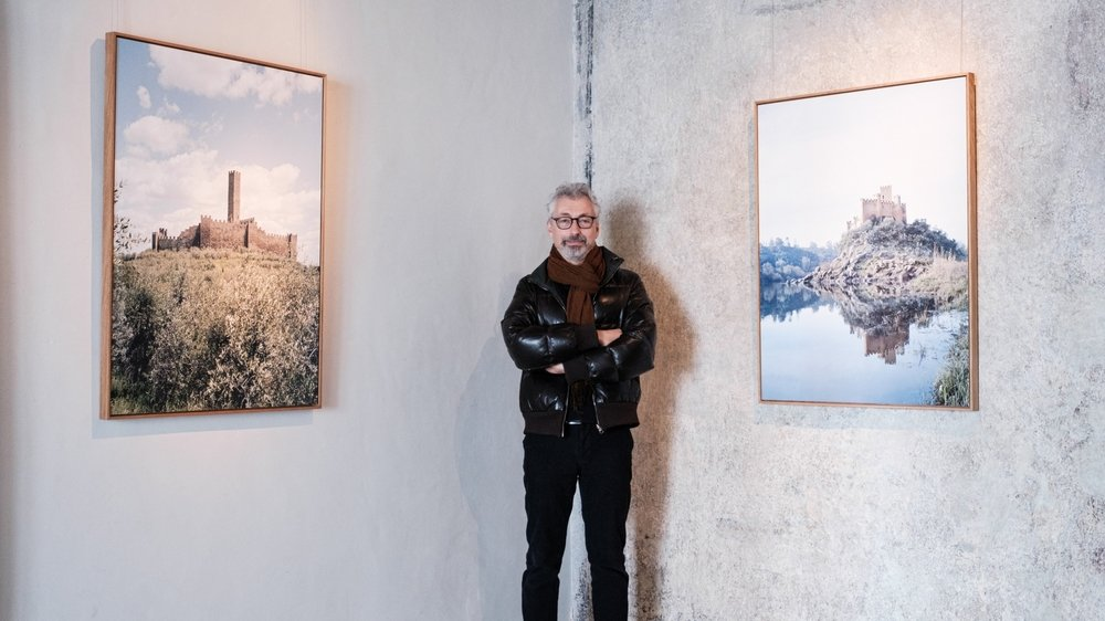 Frédéric Chaubin, photographe parisien, a passé cinq ans à sillonner l'Europe pour saisir ces imposantes bâtisses. Son périple l'a notamment mené en Italie, en Espagne et en Arménie.