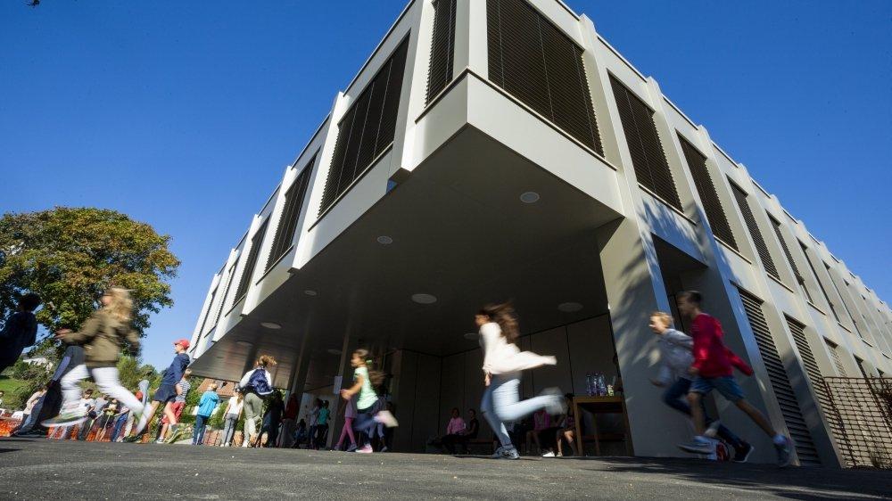 Selon nos informations, au moins une quinzaine de cas ont été confirmés parmi les élèves du Marais. Pour l'instant deux classes sont en quarantaine et deux autres fermées en attendant les résultats de tests.