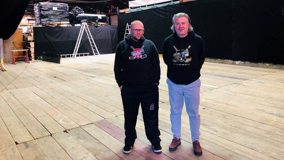 Sébastien Kohler et Gautier Gustin, du Bauer Training Center, sur la surface de 180 m2 qui sera gelée durant la semaine à venir.