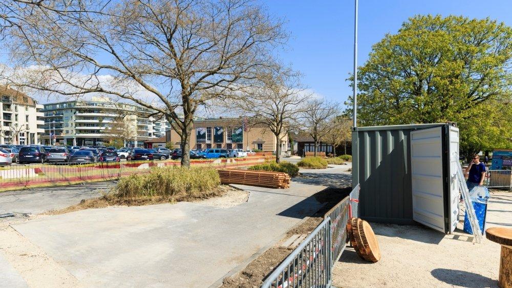 L'offre de place est réduite pour permettre l'aménagement des jardins éphémères.