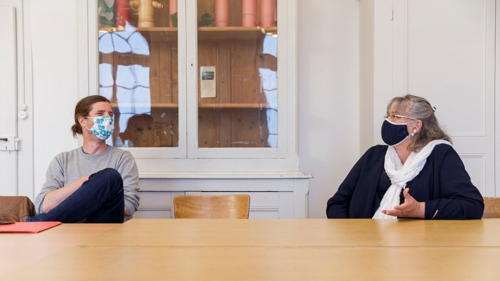 Sylvain Pécoud et Chantal Landeiro sont candidats à la syndicature de Le Vaud. Ici, lors de l'interview réalisée dans une salle de l'administration communale.