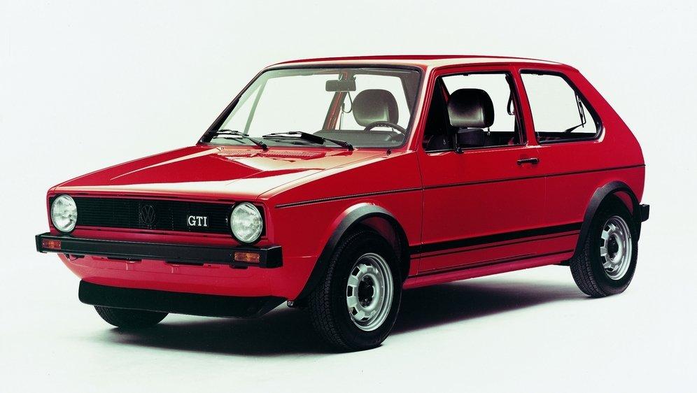 PRÉVISION PESSIMISTE En 1976, les stratèges de VW n'étaient pas sûrs de pouvoir vendre le contingent prévu de 5000 Golf GTI. Quarante-cinq ans plus tard, le compteur est à plus de 2,3 millions d'unités!