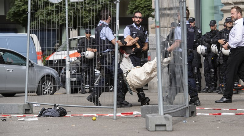 Blocage de Credit Suisse à Zurich: neuf activistes du climat condamnés, dont huit Romands
