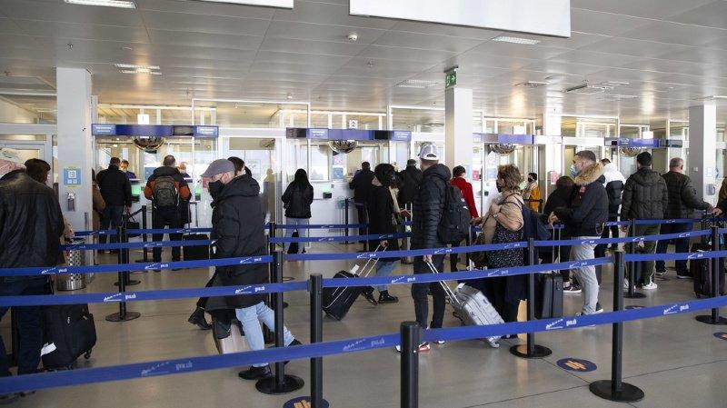 Les voyageurs rentrant ou en provenance de pays à risque doivent se placer en quarantaine durant dix jours, même s'ils présentent un test négatif au coronavirus. (illustration)