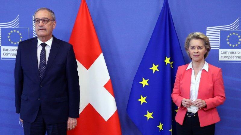 La Suisse juge pour sa part faire des concessions en acceptant le droit européen, le rôle de la Cour de justice européenne dans la résolution des conflits et la clause guillotine.