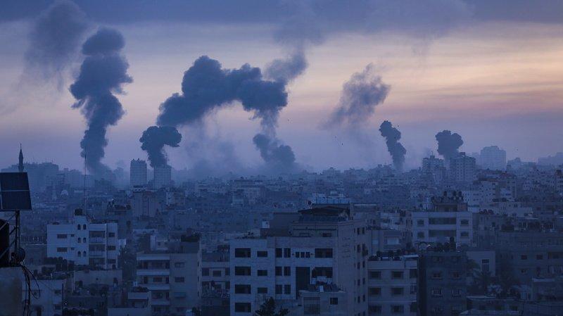 """L'armée israélienne a indiqué avoir achevé mercredi à l'aube une nouvelle et vaste """"série de raids, frappant des maisons qui appartenaient à des membres de haut rang de l'organisation terroriste Hamas""""."""