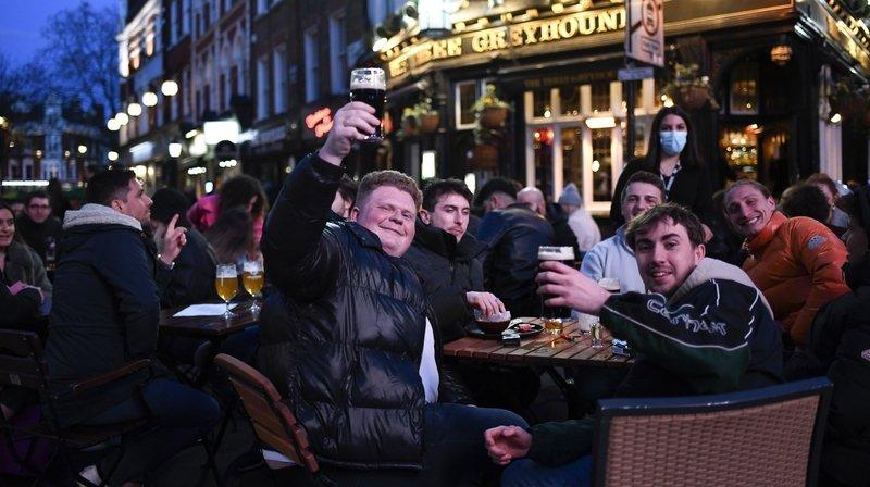 Angleterre: le pub, monument national en danger