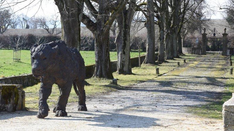 Une des sculptures de Davide Rivalta dans les jardins du château de Vullierens.